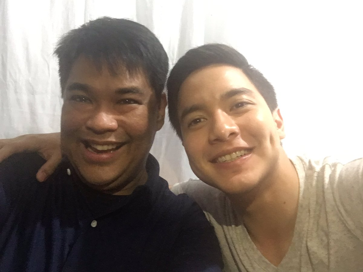 Selfie with @aldenrichards02 #ALDUB11thMonthsary https://t.co/mhcCnKyEW8