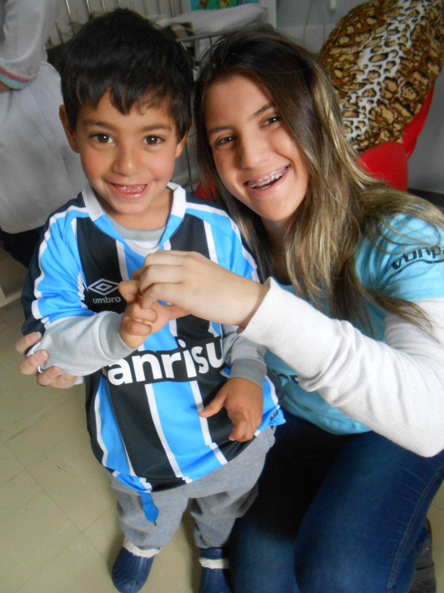 Nicolas já uniformizado como jogador como ele queria ganhou sua camiseta do @Gremio da voluntária Marcelle Silveira. https://t.co/dmwHMUT5iS