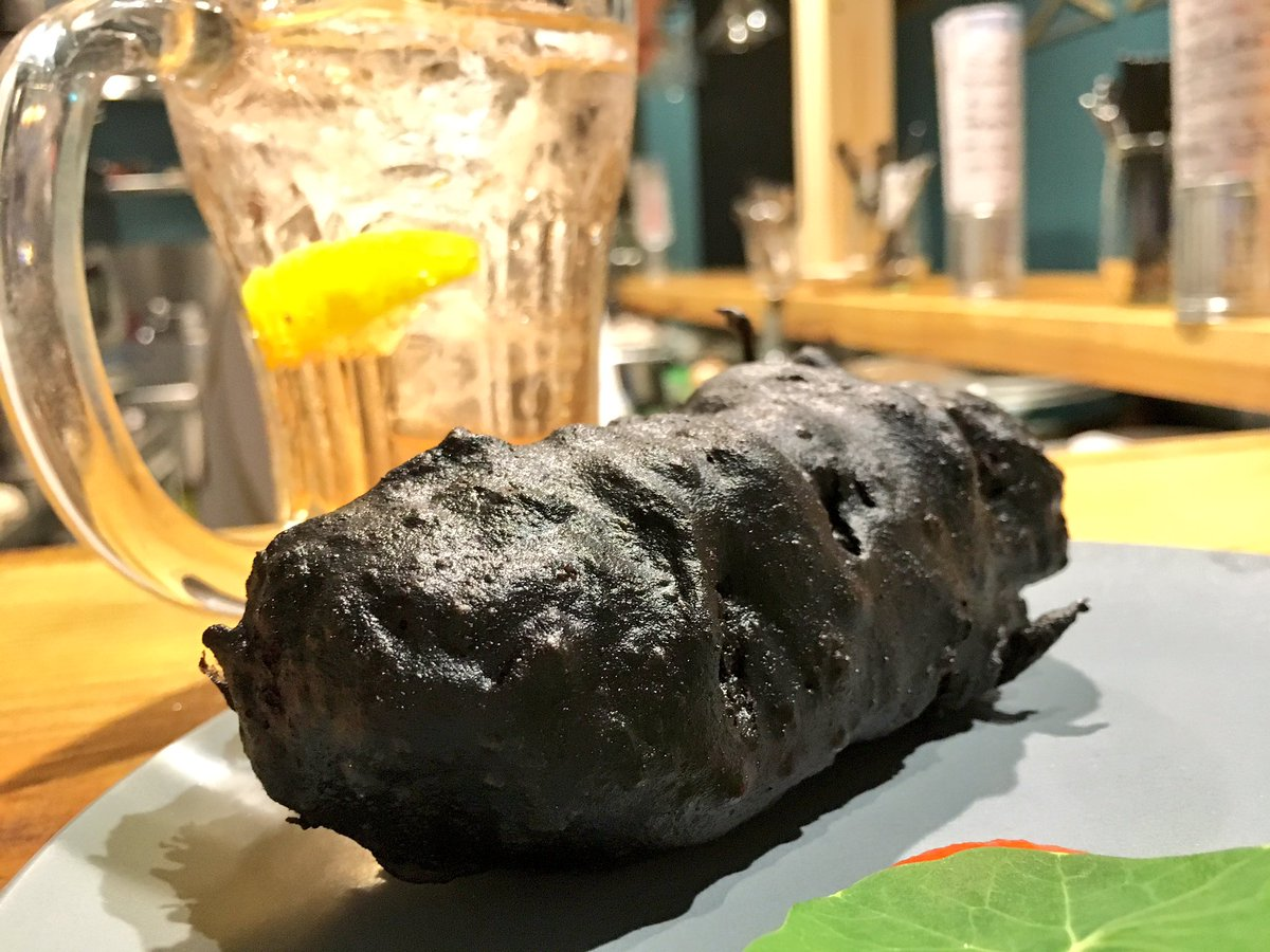 おととい食ったイカスミコロッケ、味100点、見た目マイナス900兆点だった https://t.co/T3a7AdcGEr
