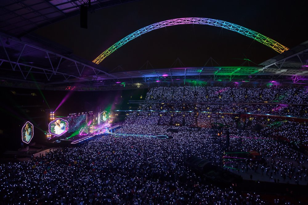 Amazing photo from last night's first #ColdplayWembley show (credit: @wembleystadium). A https://t.co/HJlrL2lpSs