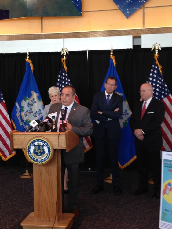 Commissioner Pino provides Zika updates with educational campaign today @Bradley airport. @lgwyman @govmalloyoffice https://t.co/HzukfaG7VX
