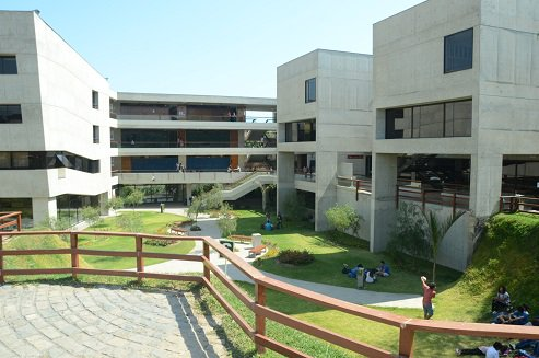 #Cayetano dentro del top 100 de las mejores universidades de Latinoamerica. https://t.co/GQ3F9sTK89 https://t.co/Mtgwzs12sq