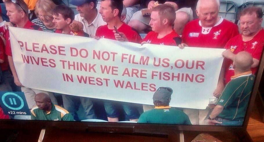 Hahahahahahaha! #Wales https://t.co/YTD2gscBjs