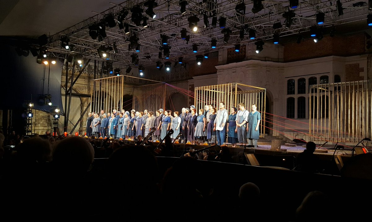 Probably the best choral singing @operahollandpk I've heard so far. Powerful and emotive #OHPIris https://t.co/qhSMpkSs8h