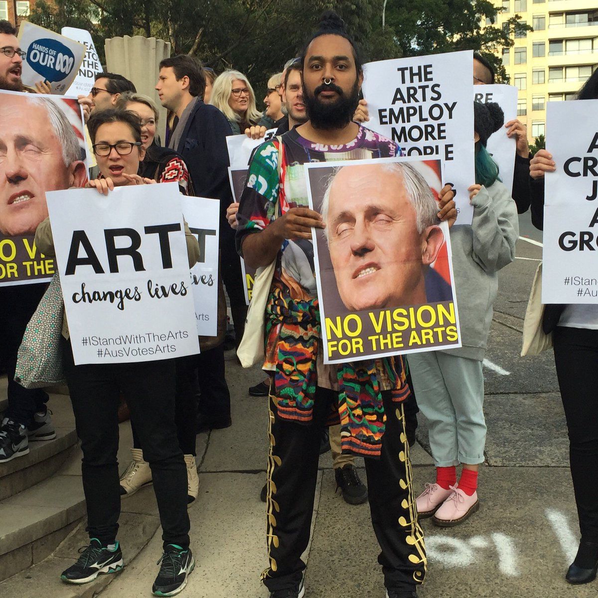 #istandwiththearts outside PMs Malcolm Turnbull's office this morning #AusVotesArts https://t.co/JOvsiss8Sx