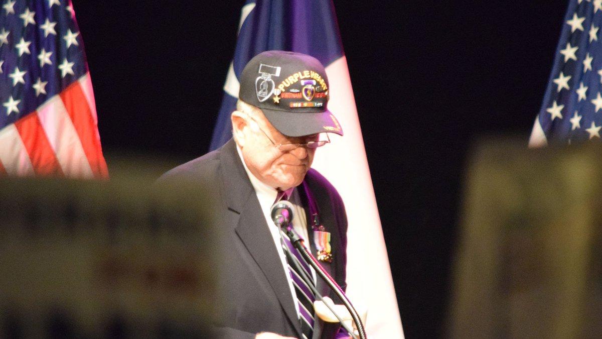 Vietnam veteran recites the pledge at @realDonaldTrump rally. https://t.co/yUMCi65piB