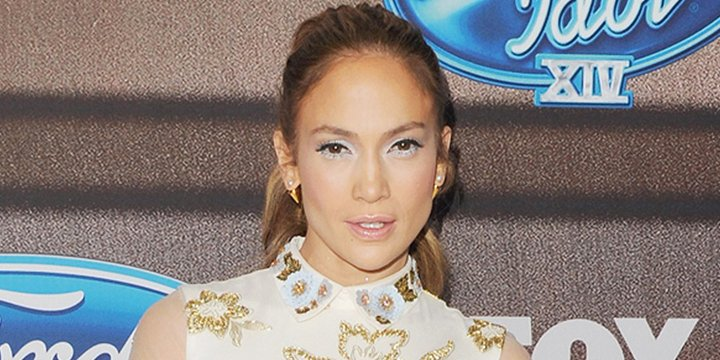 Jennifer Lopez homeschools her twins when needed via @PEOPLEbabies