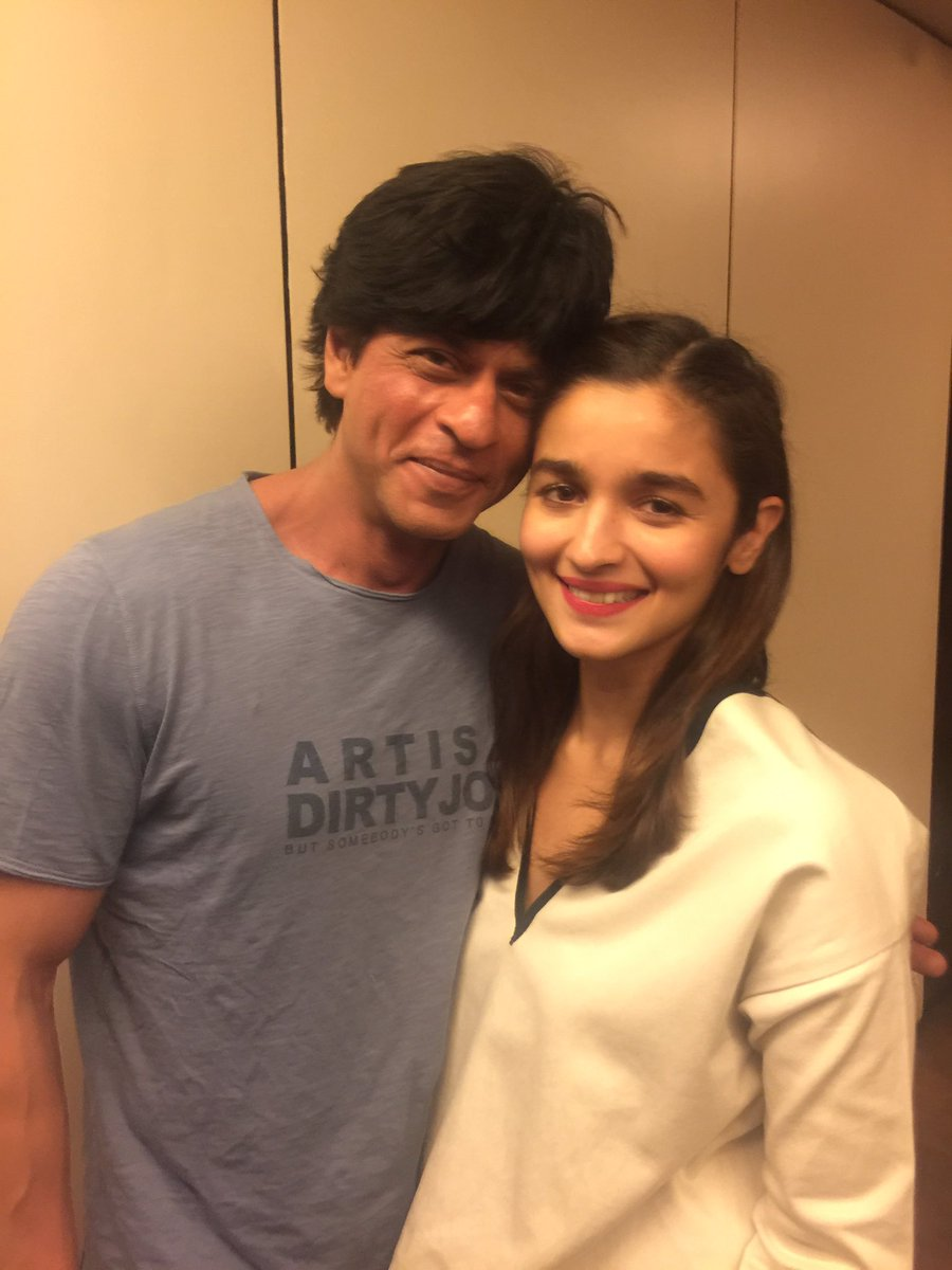 SRK with my wonder child!! Alia simply shatters you with her gut wrenching performance in UDTA PUNJAB. Her BEST !!! https://t.co/zGULoDjNCs