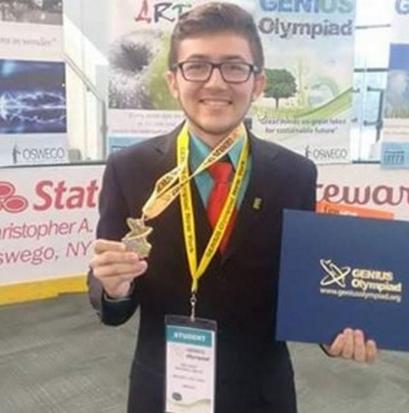 Do Ceará para Nova Iorque! Ele é fera. Nosso aluno Helyson foi 1º lugar na Genius Olympiad #IFCE #MedalhaDeOuro #EUA https://t.co/H4FJ2AFhVT