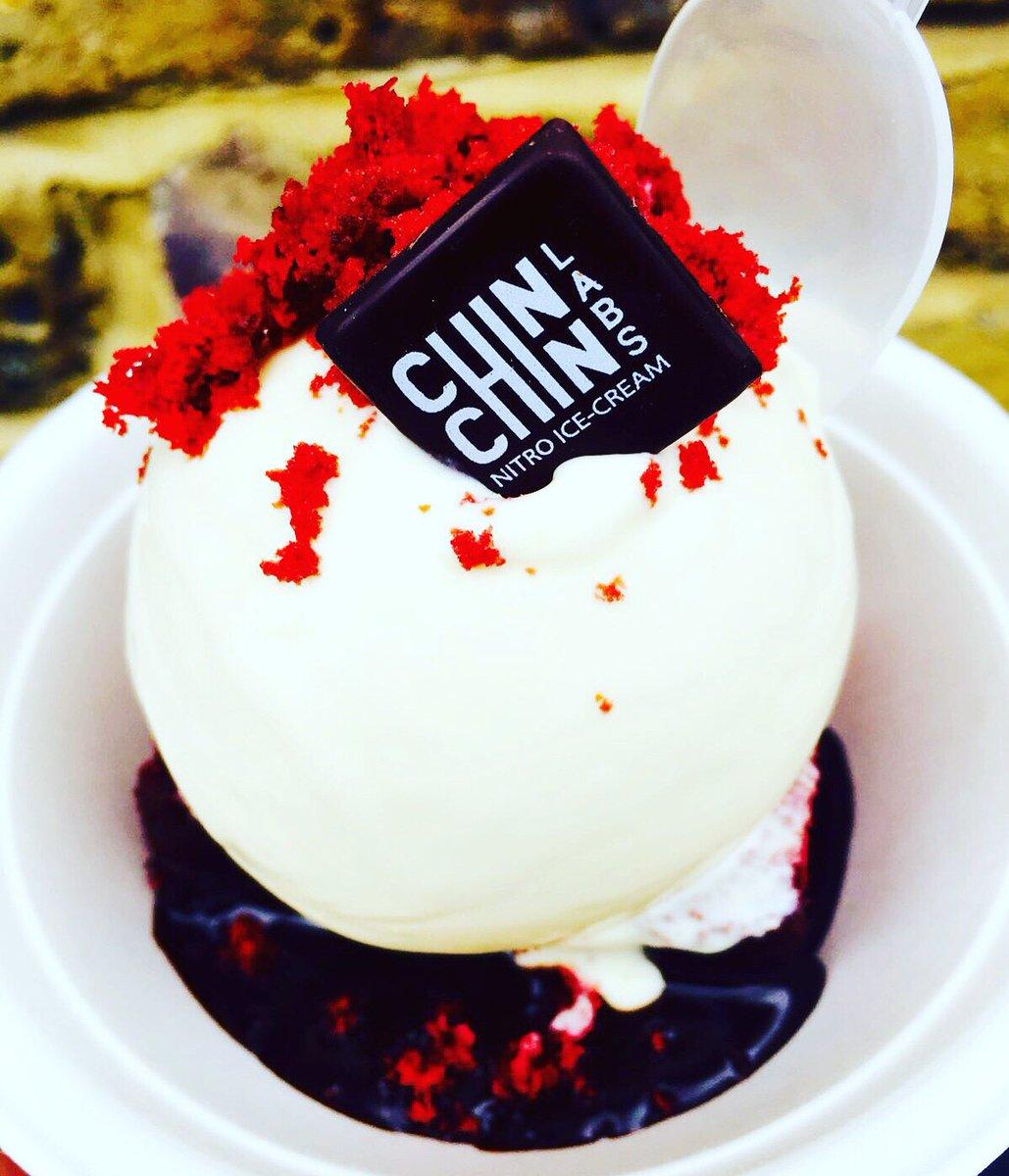 'Red Velvet Sundae' Moist red velvet cake,warm Chocolate sauce &Cream Cheese Frosting ice cream Only @streetfeastldn https://t.co/kFkCuJbGKG