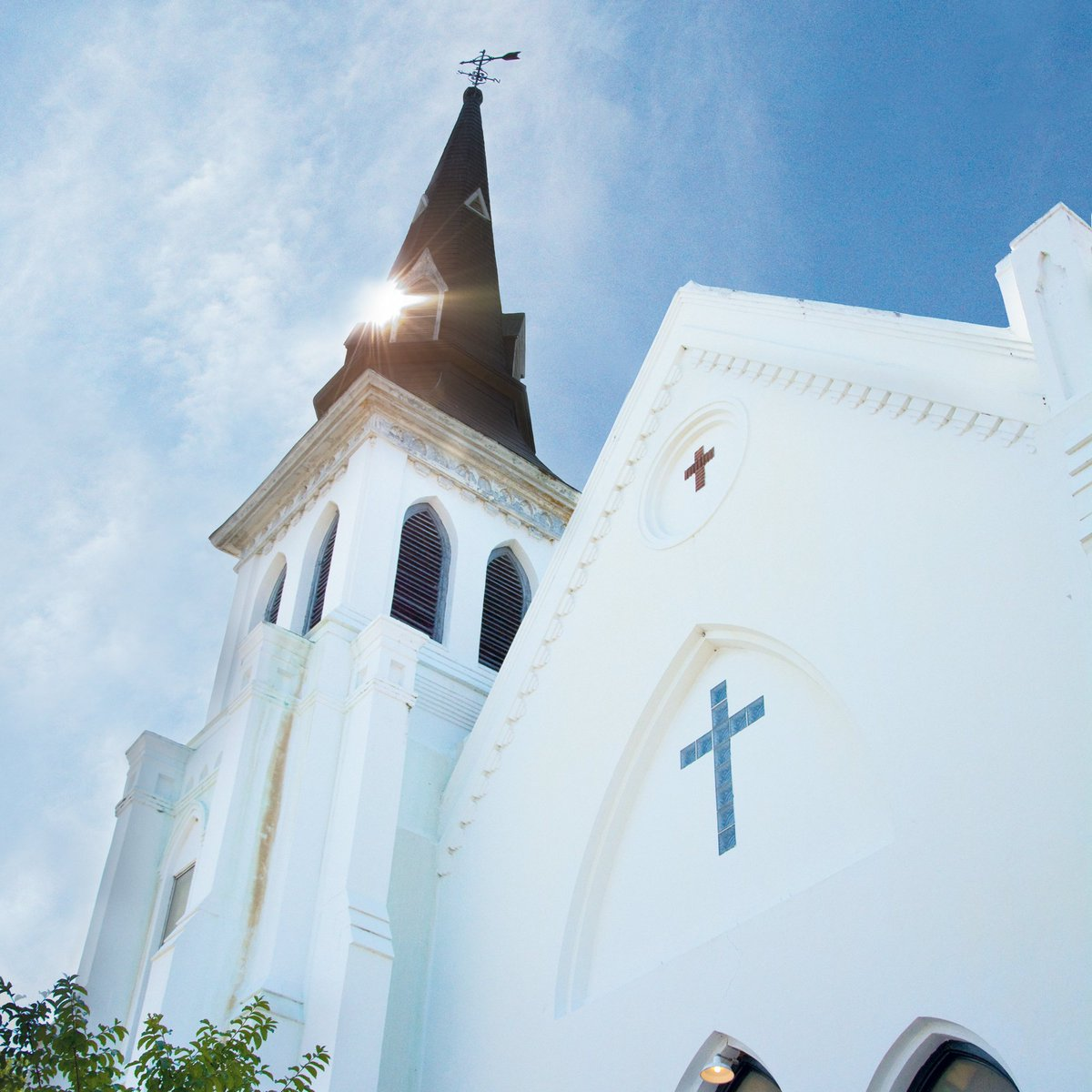 Today we honor the victims of the Mother Emanuel AME Church shootings and their loved ones. https://t.co/KazLYtGpXu