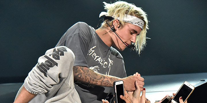 Watch Justin Bieber recover from nasty mid-concert fall