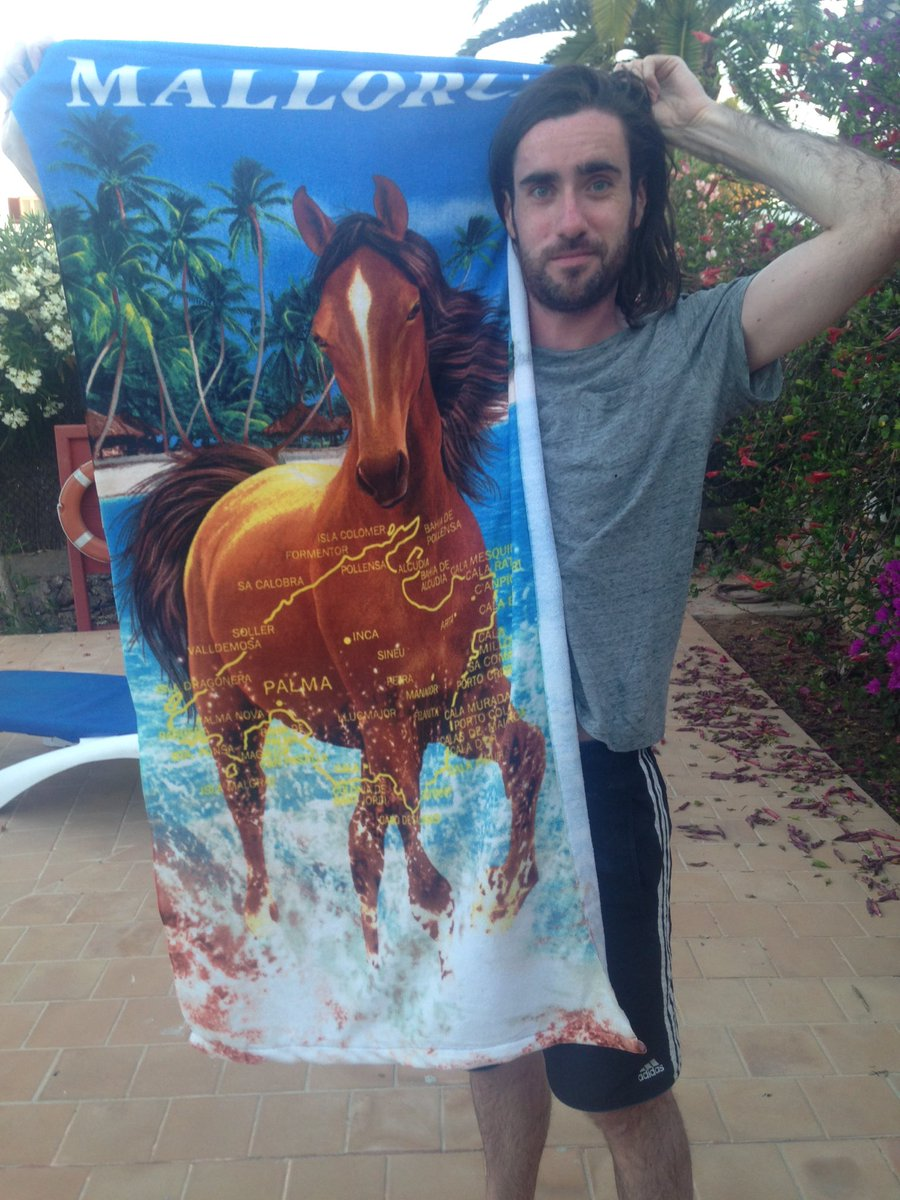 I bought a towel with a magnificent horse and a map of Majorca on it. RT if you love it, fav if it's only ok https://t.co/HOK3NBFV0u