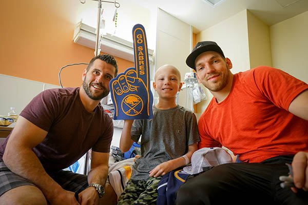 Emmett is a huge @BuffaloSabres fan. Today he was paid a surprise visit by @Giostyle21 & @zemgus94. Thank you both! https://t.co/yXRxuXQce2