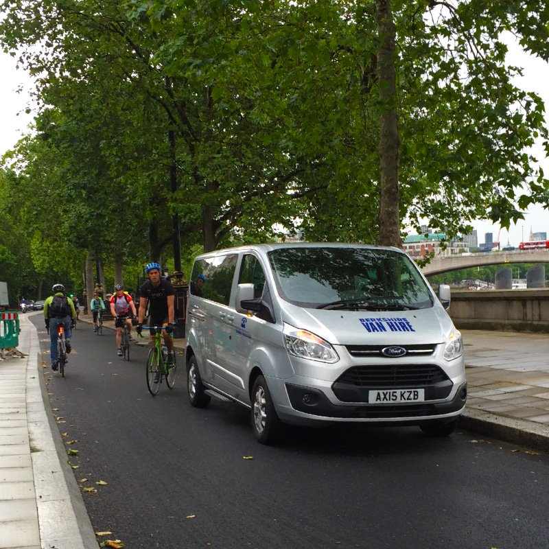 @MetCycleCops Hello, I was under the impression that the lovely segregated cycle superhighway was, well, segregated? https://t.co/iJ1CES9dWQ