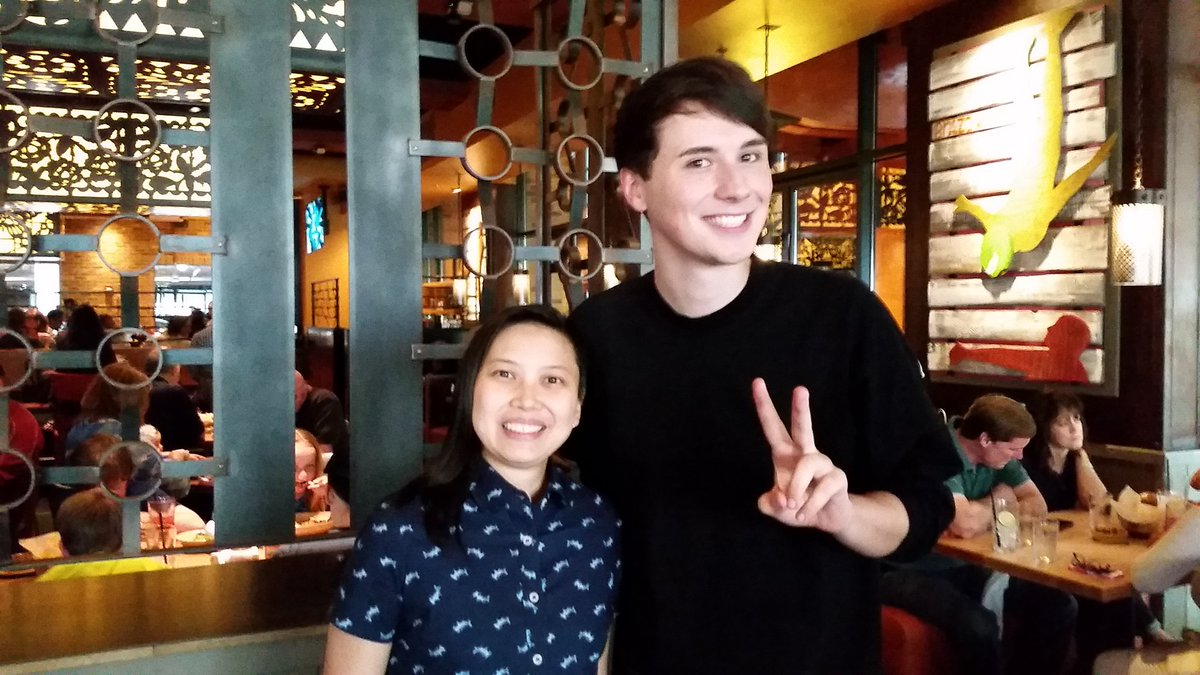 Had dinner with fellow @ArenaNet folks and @danisnotonfire tonight! He is very tall and I am very not! https://t.co/RiaDVOofQt