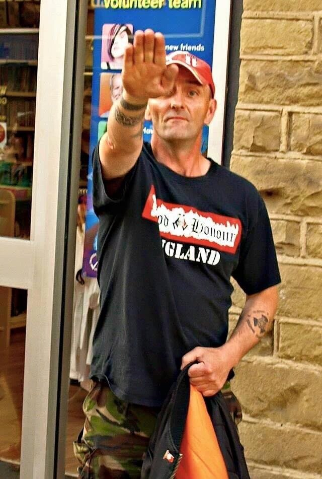 Blood&Honour shirt.Hitler groet.En politiek motief.De terrorist die Jo Cox doodschoot https://t.co/9aMgpMHdJ5