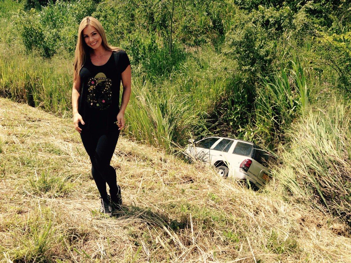 Me sali de la carretera :( Eso me pasa por andar teniendo sueños eroticos Gracias a Dios, estoy sana