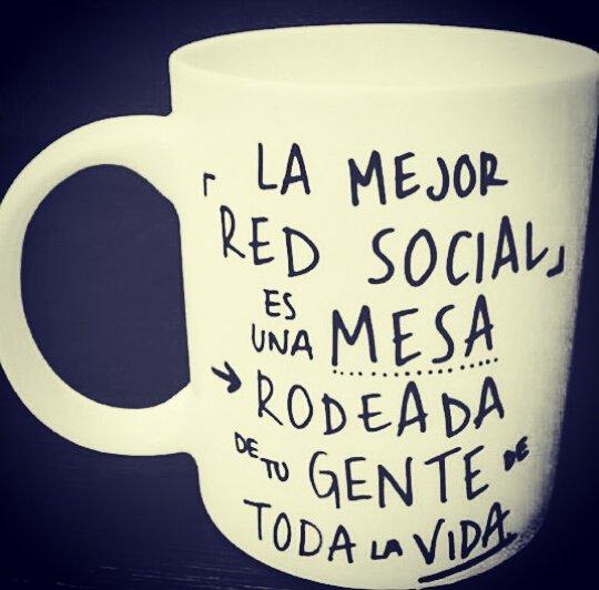La mejor red social es una mesa rodeada de tu gente