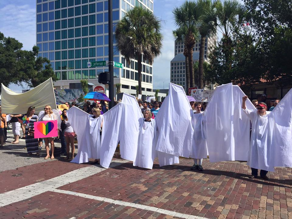 Volunteer Angels Use Their Giant Wings to Block Westboro Protestors During Orlando Funerals https://t.co/3WnkQrixYB https://t.co/z2DsGFyeH0