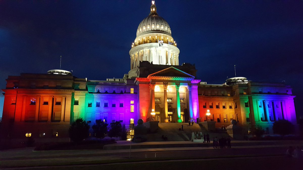 Idaho Capitol lit up for the 2nd night for Boise Pridefest. https://t.co/UdEEUjGkER