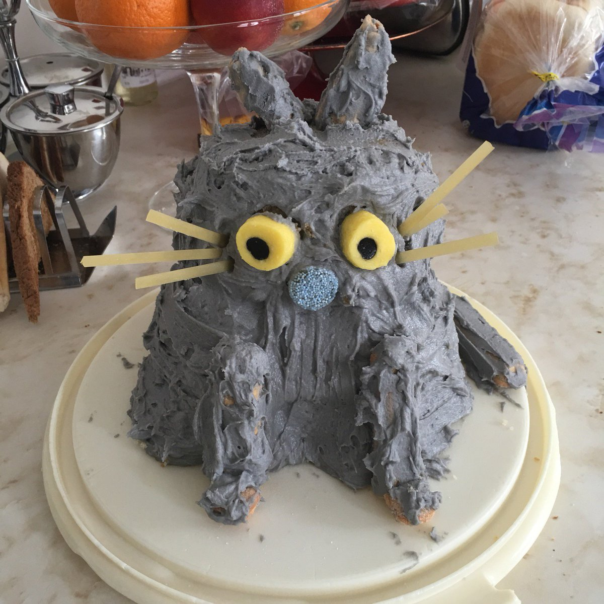 After a crap week, where I was shit, my mate has made me a cat cake to cheer me up. It's gloriously rubbish. https://t.co/2qXQpcSkLf
