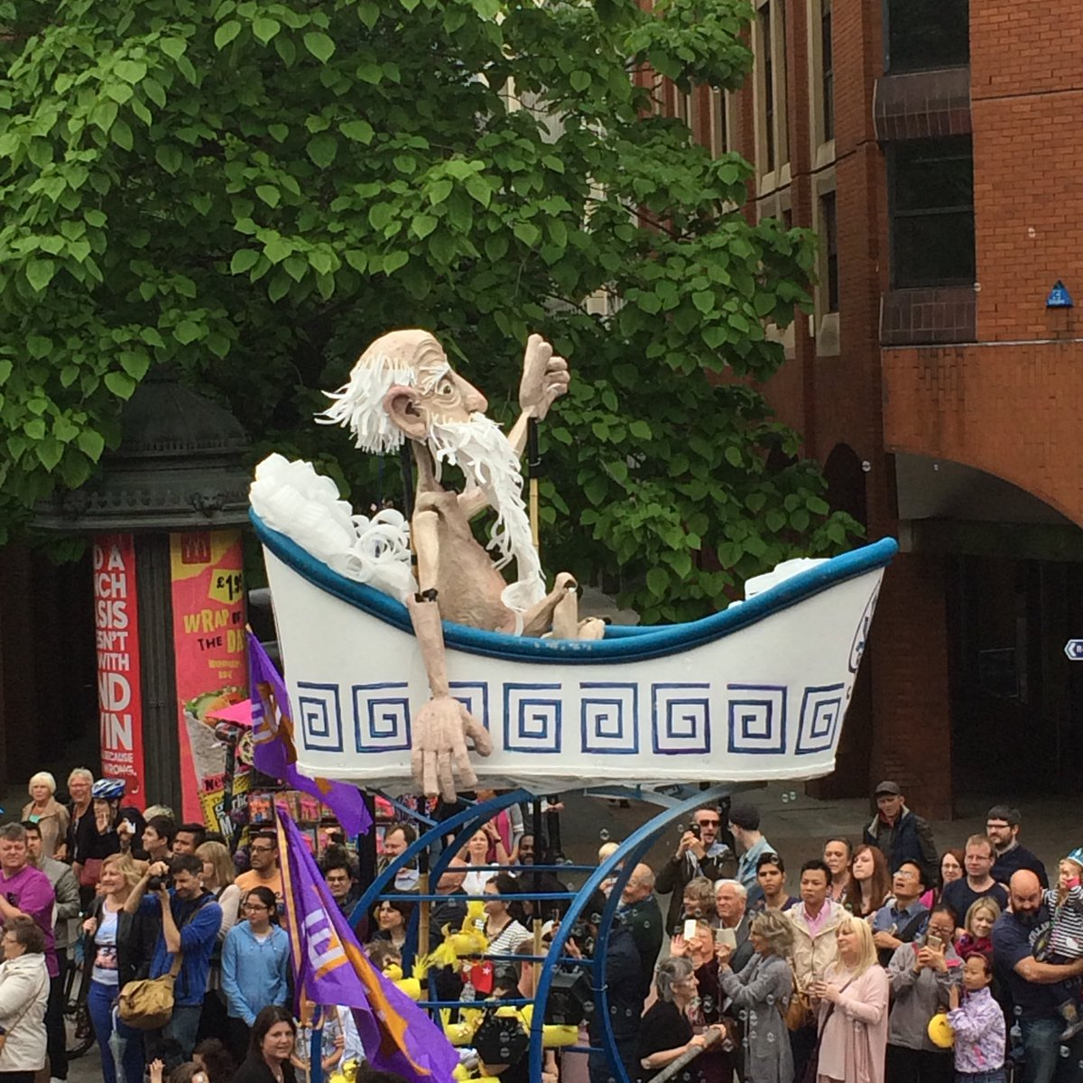 Loving the eclectic display of parades celebrating Manchester's Eureka moments #McrDay16 https://t.co/nEh1ulcoAG