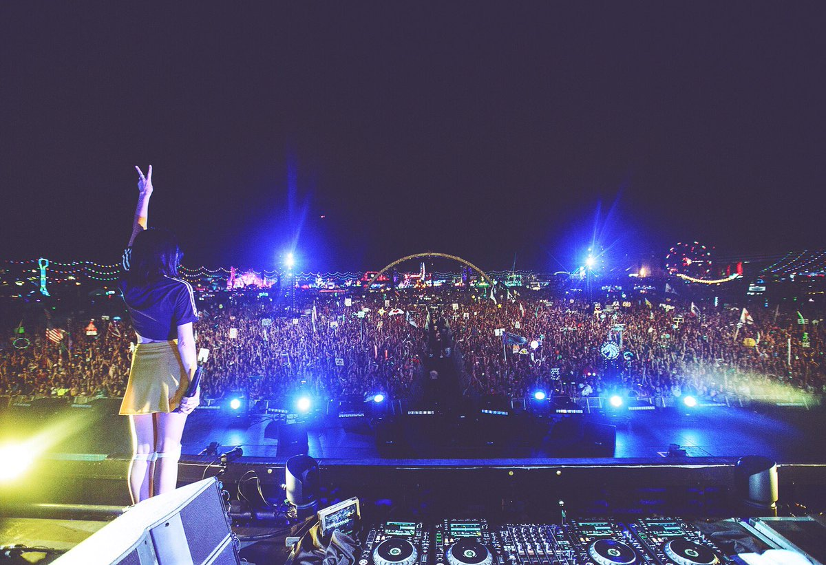 last nite I was told I'm 1st girl to play mainstage solo in 20ys of @EDC_LasVegas. we just went down in history