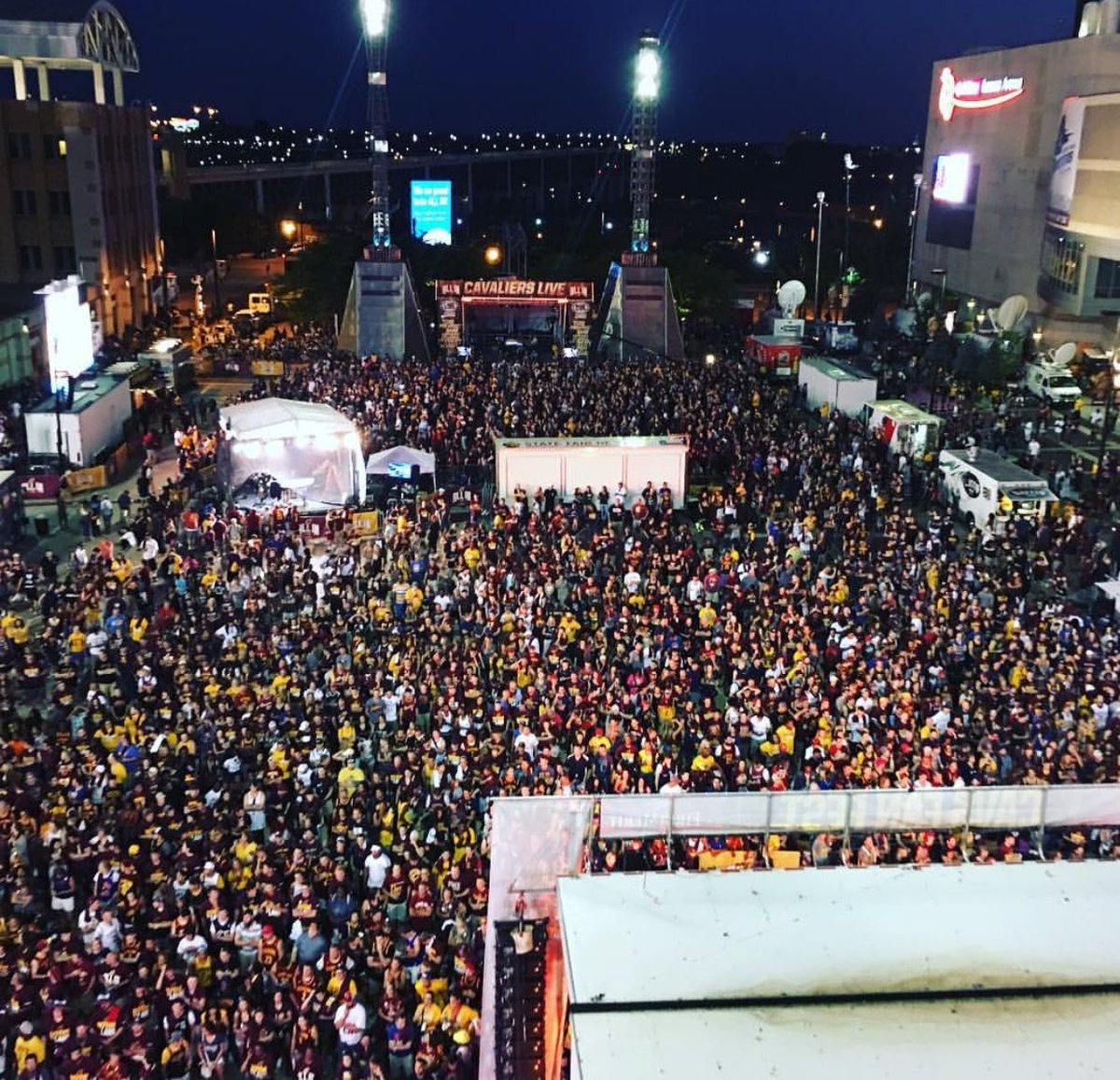 Tell me again how Cleveland isn't the Greatest SportsCity on the planet!?! https://t.co/Ov5NiJHP82