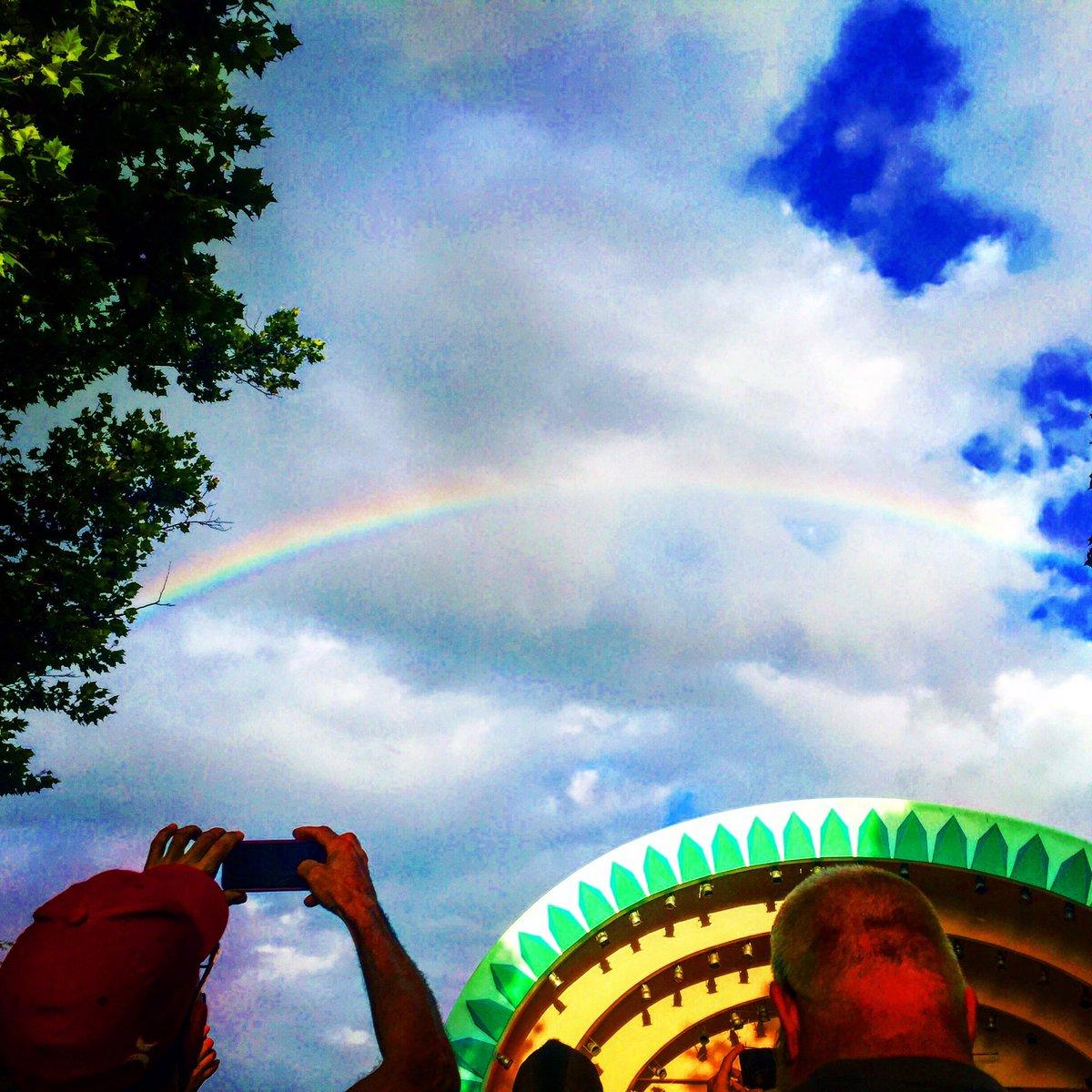 Whaaaaat! Crowd just went nuts as a stunning rainbow appeared over Lake Eola vigil @WESH https://t.co/iDjB74IjtT