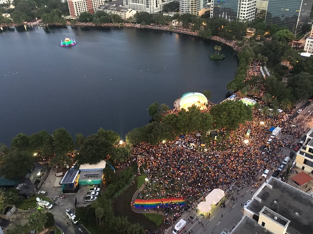 Candles around @LakeEolaPark #OrlandoUnited https://t.co/0PiiqQ7ON4