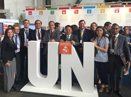Director General Li with the #UNIDO team at the European Development Days #EDD16 promoting #SDG9 on #industry https://t.co/7ZMItATMuS