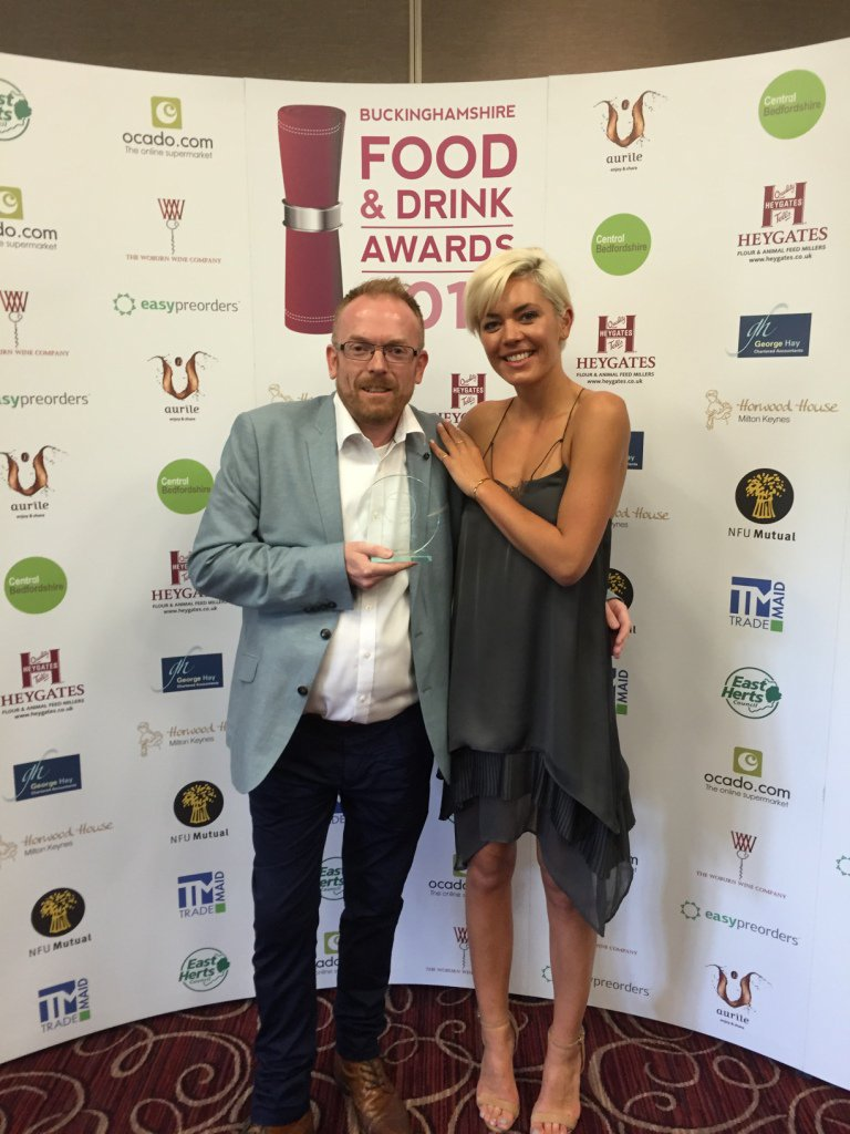 Delighted to have just won Best Fine Dining Restaurant at Bucks Food & Drink Awards 2016! @HumphrysSP #BucksFinest https://t.co/G3t0Srzm1o