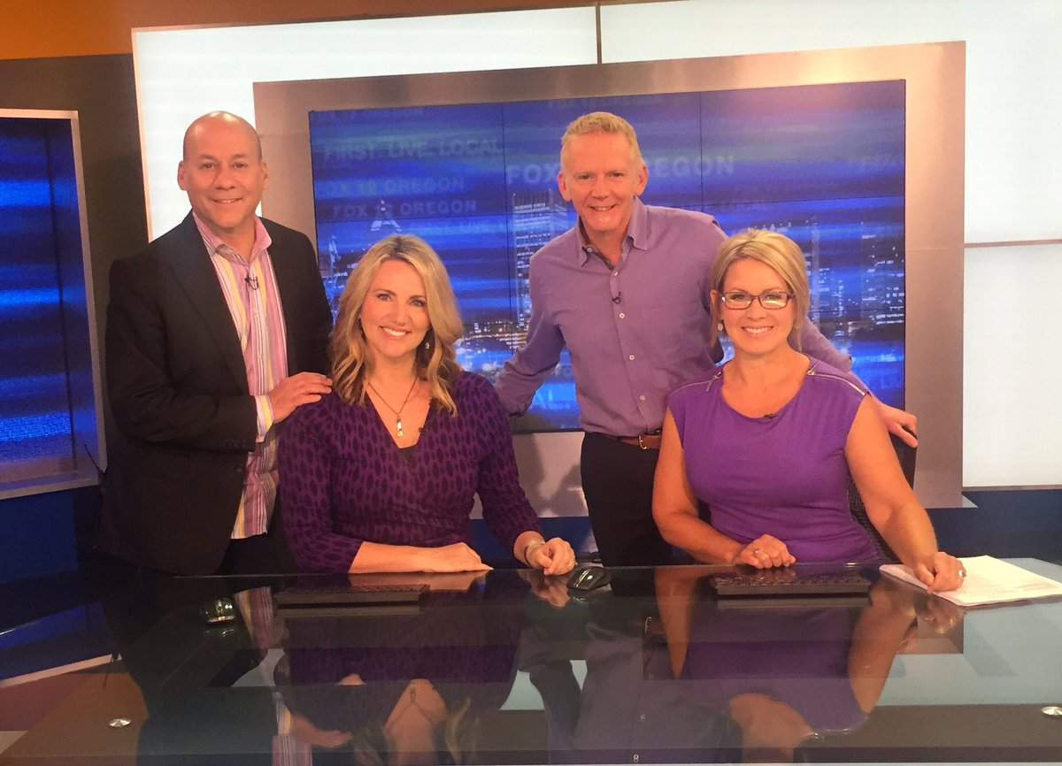 Wearing purple to show our support in the fight against Alzheimer's. #EndALZ #GDO @fox12oregon https://t.co/Ktm0agO5qu