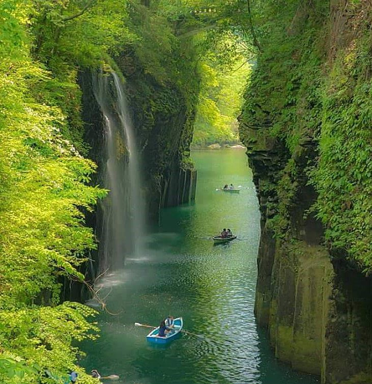 Takachiho Gorge Minainotaki Waterfall, #Japan | Photography by ©Shihya Kowatari https://t.co/ioHrzm7ssL