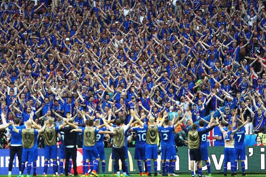 What an incredible picture #Iceland https://t.co/6g9kRcXs2e