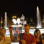 Los islandeses de @tjcope celebran el histórico pase a cuartos de final en Cibeles (FOTO @victorioduque) https://t.co/nbpkdM2eGH