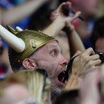 Así se cantan los goles en la televisión islandesa. ¡Qué locura! #ISL a cuartos ▶ https://t.co/DjnbI2uuj3 https://t.co/6S0MtfTAlh
