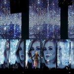 Адель выругалась 33 раза за концерт в знак протеста против запрета мата.  Сильно: https://t.co/CISc5NcJnQ https://t.co/HCkbOTjzXk