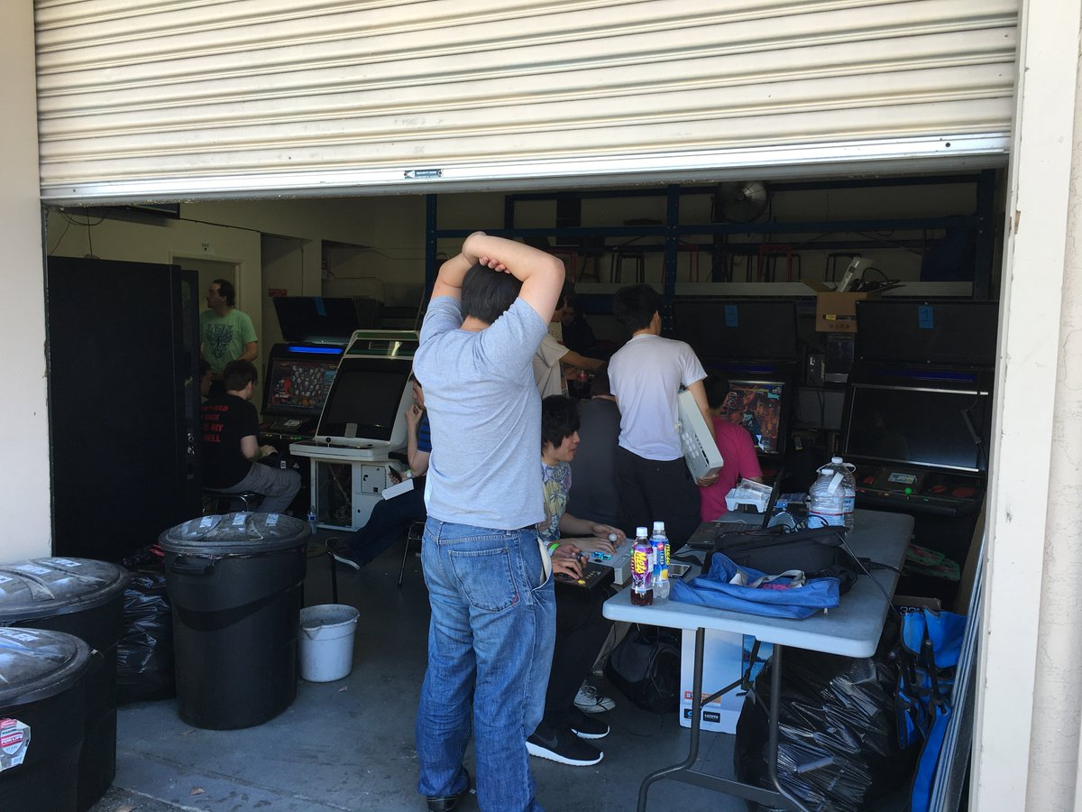 There's a secret arcade scene hidden in industrial parks and garages in Cali. I visited one https://t.co/mCt2HO6pDP https://t.co/E0fvsoWJhN