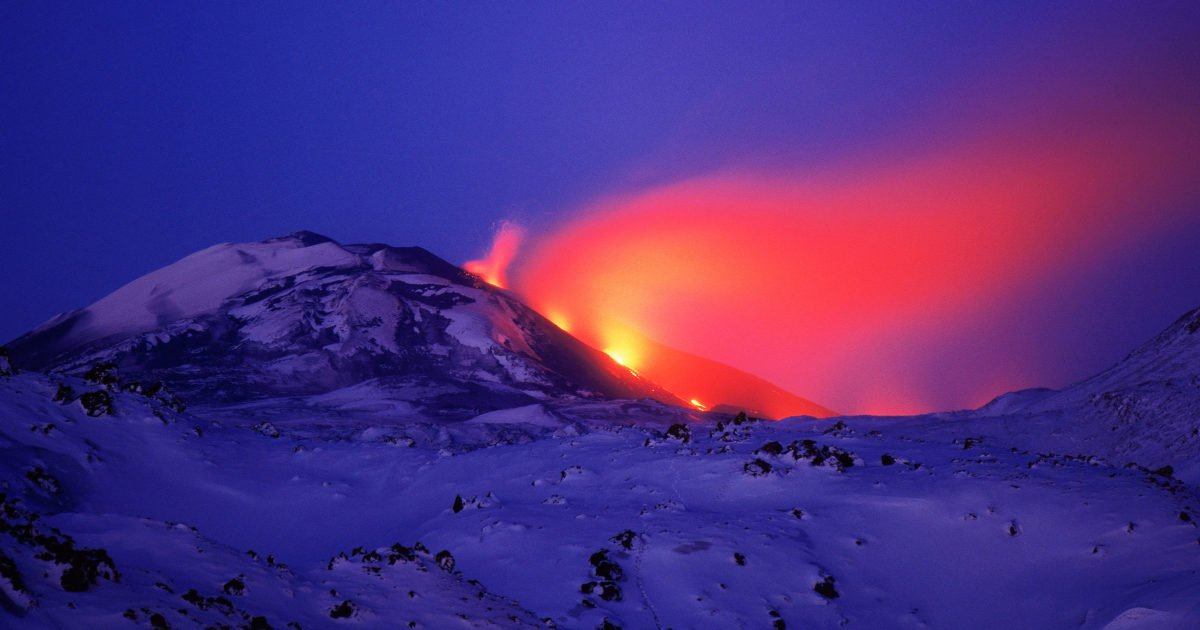 One geologist is warning of an imminent eruption from Iceland's Hekla volcano https://t.co/QozHdsQTDO https://t.co/7VAzZQ4ion #Alert