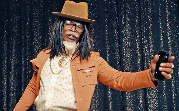 Jamie Foxx pretends to be Future's dad in a new ad: 🙏😂