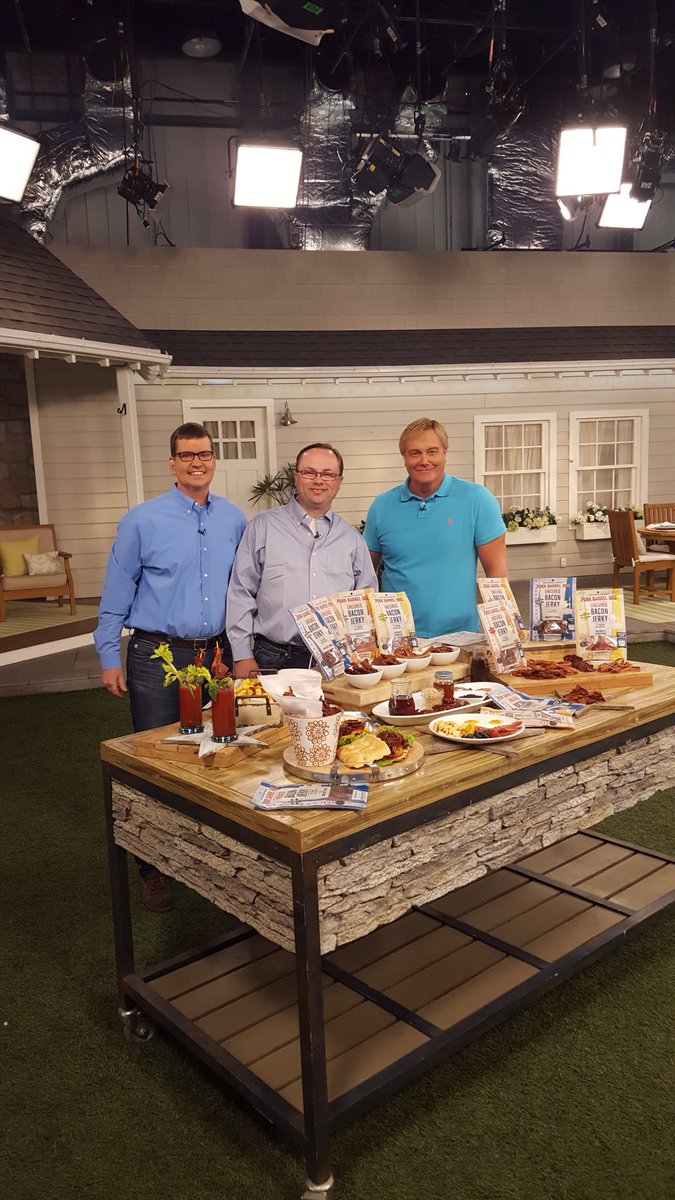 Click link now to get our @QVC #Bacon Jerky Sampler before it sales out! https://t.co/oFW8CliGHv https://t.co/LsH2cGMPhp