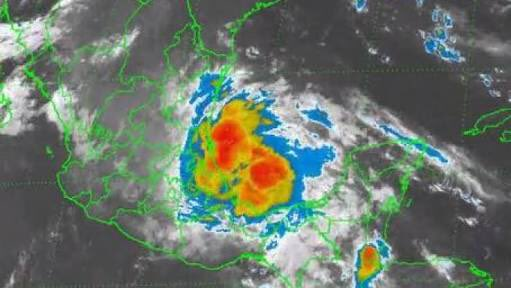 La Tormenta Tropical #Danielle ha tocado tierra al Norte de Tuxpan Veracruz #tampico https://t.co/foafiIuMzB