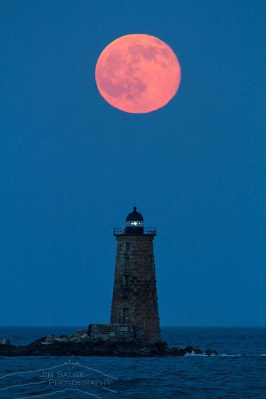 Solstice #StrawberryMoon rising June 20, 2016 over Whaleback Lighthouse, New Hampshire. #FirstNightOfSummer https://t.co/6EFVlNKG1E
