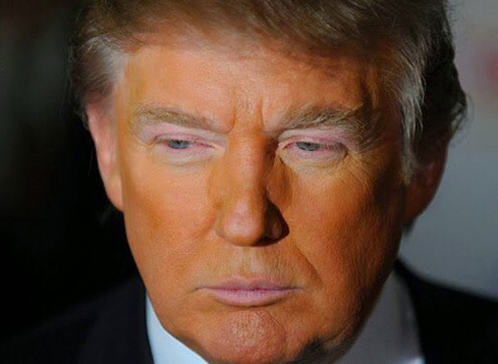 #TrumpSoPoor He can't afford to blend his foundation... https://t.co/xGj56Qmp0Y