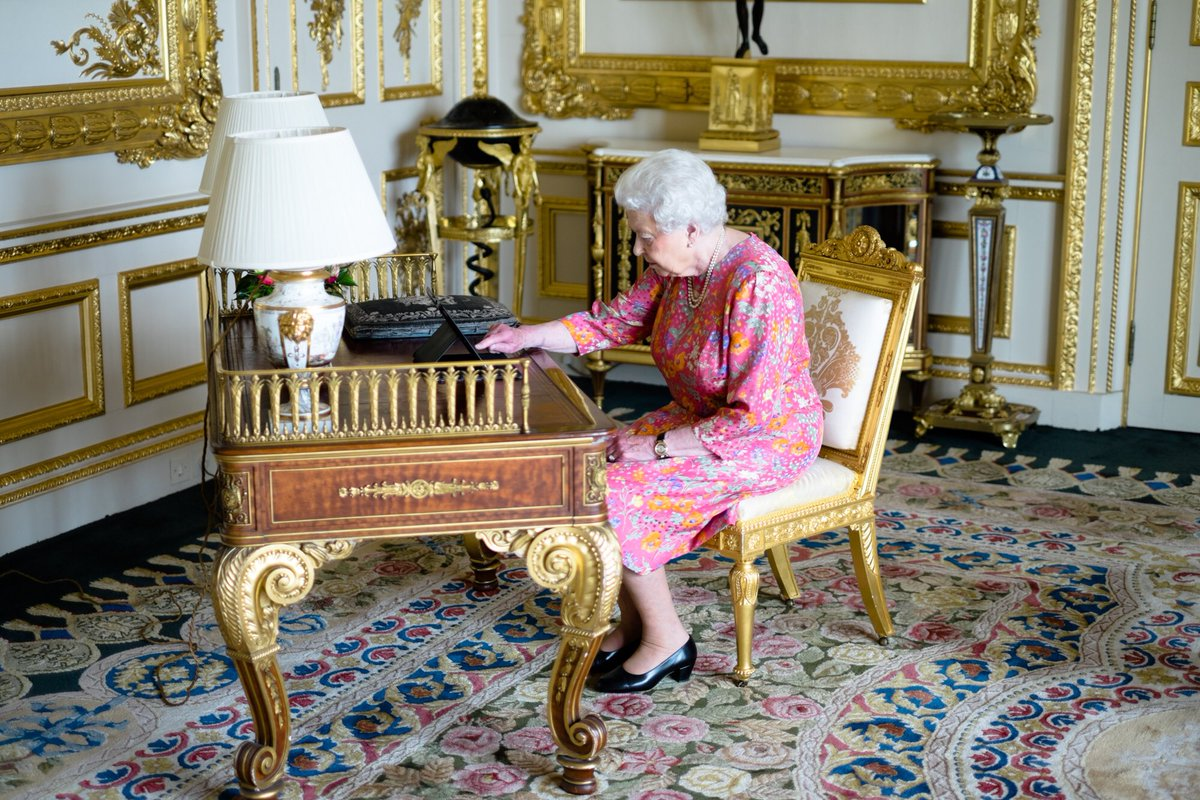 The Queen has tweeted to thank all who have sent messages of goodwill on social media for her Birthday #Queenat90 https://t.co/twpdSJeGXf