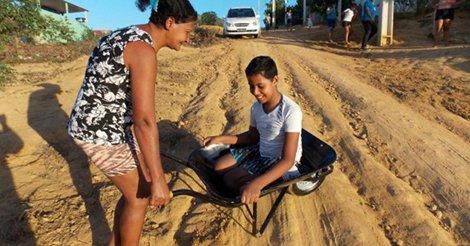 Torcida do #Flamengo no ES compra cadeira de rodas para menino carregado em carrinho de mão https://t.co/5pMh6C1Y37 https://t.co/8fyDlzk3aB