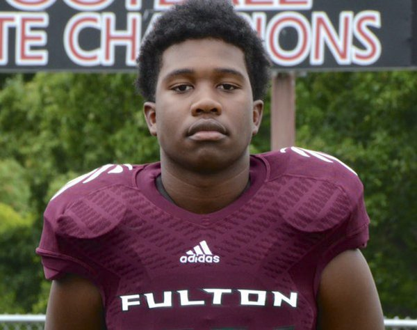 Knoxville teen Zaevion Dobson killed shielding girls to receive Ashe Award https://t.co/w6ZjtU89Wf https://t.co/imFoR5MyDn