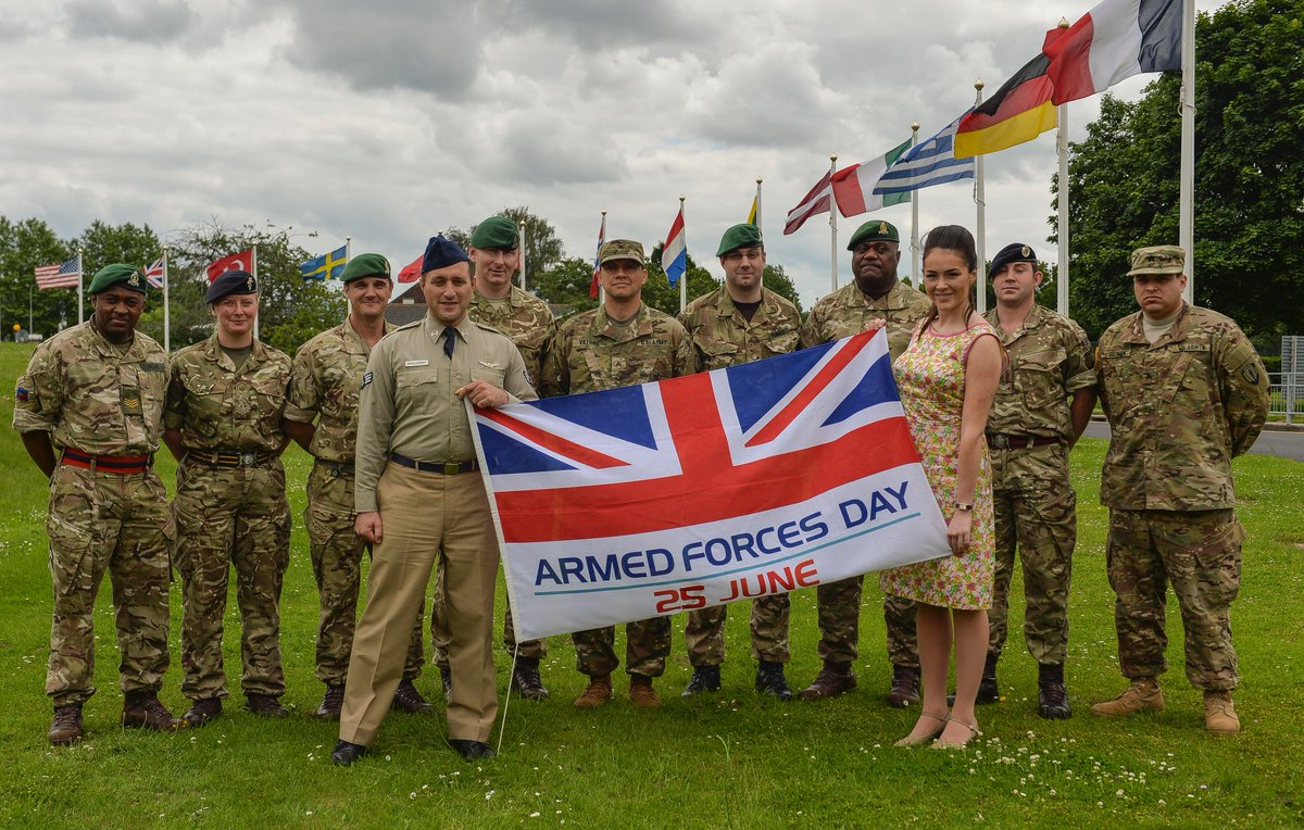 A big thank you to @AntonyCosta and @LolaSaunders who visited @HQARRC to show their support of @ArmedForcesDay https://t.co/oRxiCXG8zu